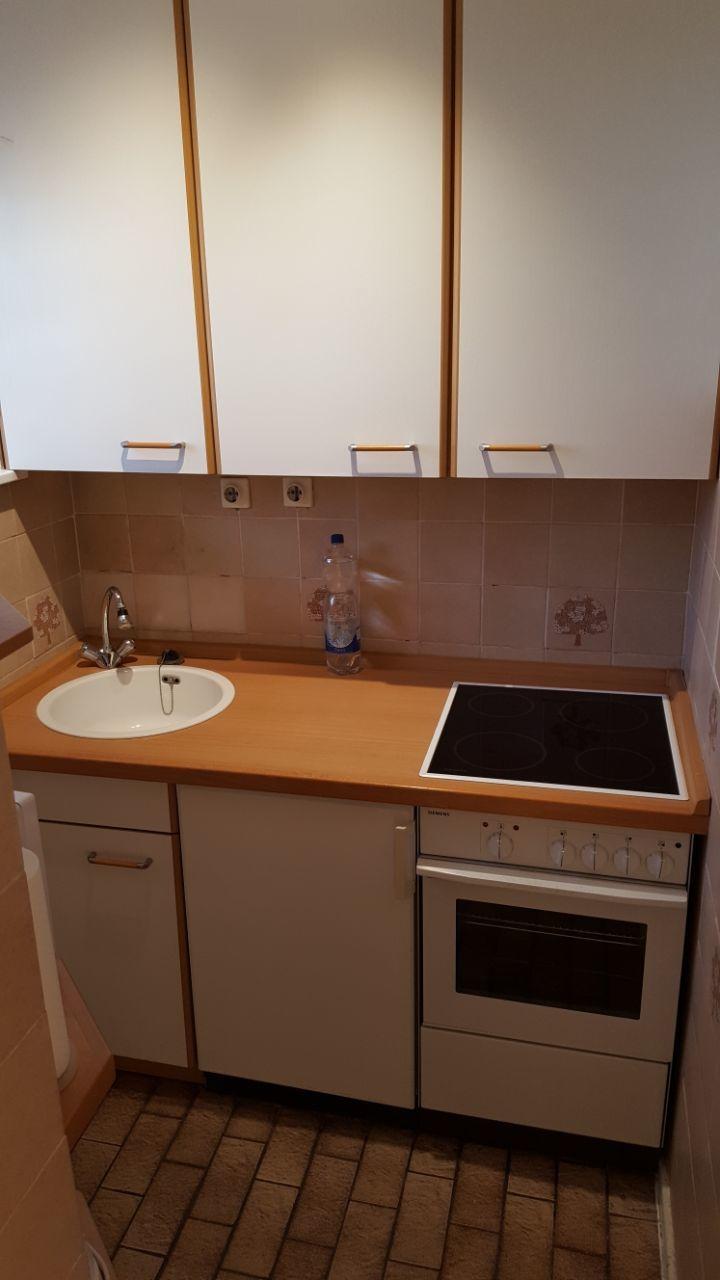 Sep. kleine Küche mit Fenster