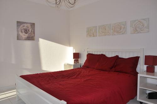 Schlafzimmer Doppelbett mit Balkon