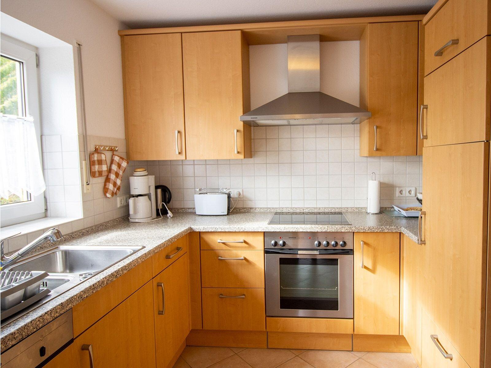 moderne Küche komplett eingerichtet