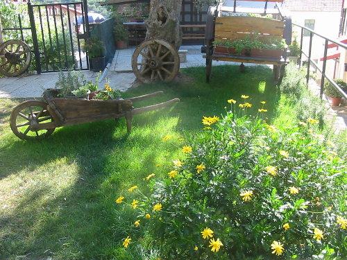Garten mit Barbecue -