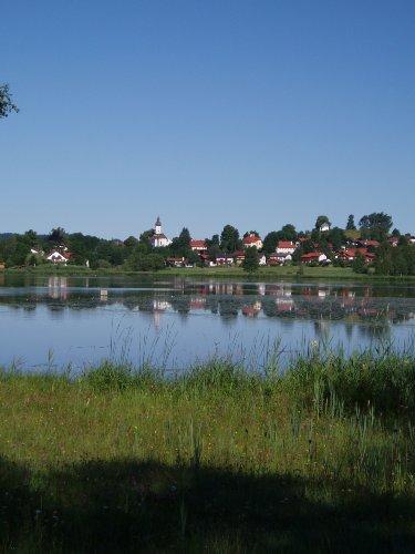 Blick auf Bad Bayersoien mit See