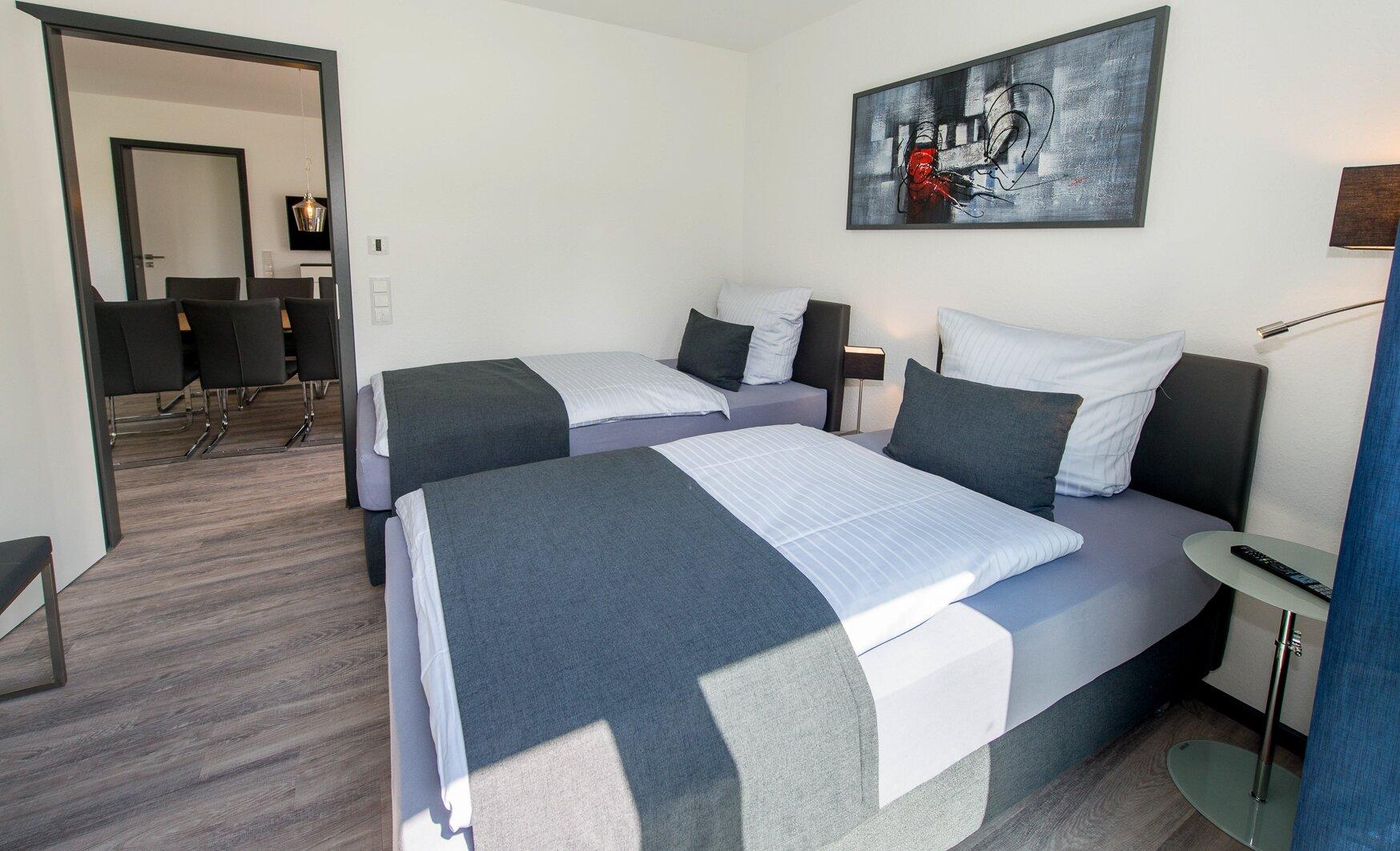 Gr. Wohnraum, 2 Schlafzimmer, Küche +Bad