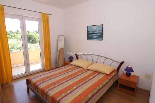 Elternschlafzimmer mit Balkonausgang