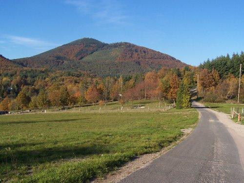 Der Ungersberg, oberhalb vom Dorf
