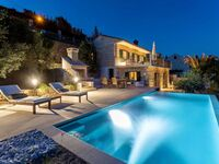 NEW! Right by the sea, villa with pool, Ferienhaus direkt am Meer in Selca - kleines Detailbild