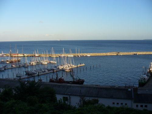 Blick vom Balkon auf den Hafen