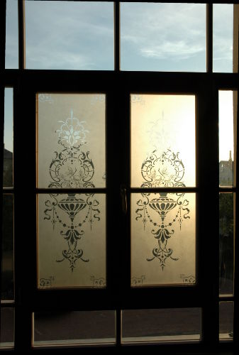 Altes Glasfenster im Treppenhaus