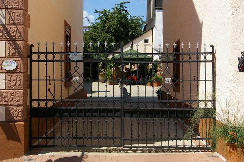 Wir öffnen für Sie das Tor zum Eulenhof