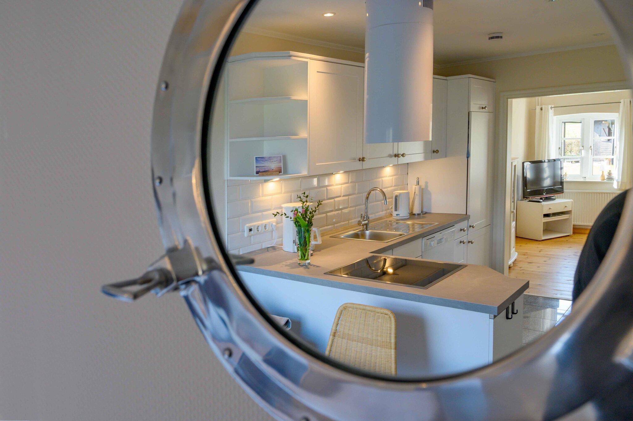 Küche im Spiegelbild