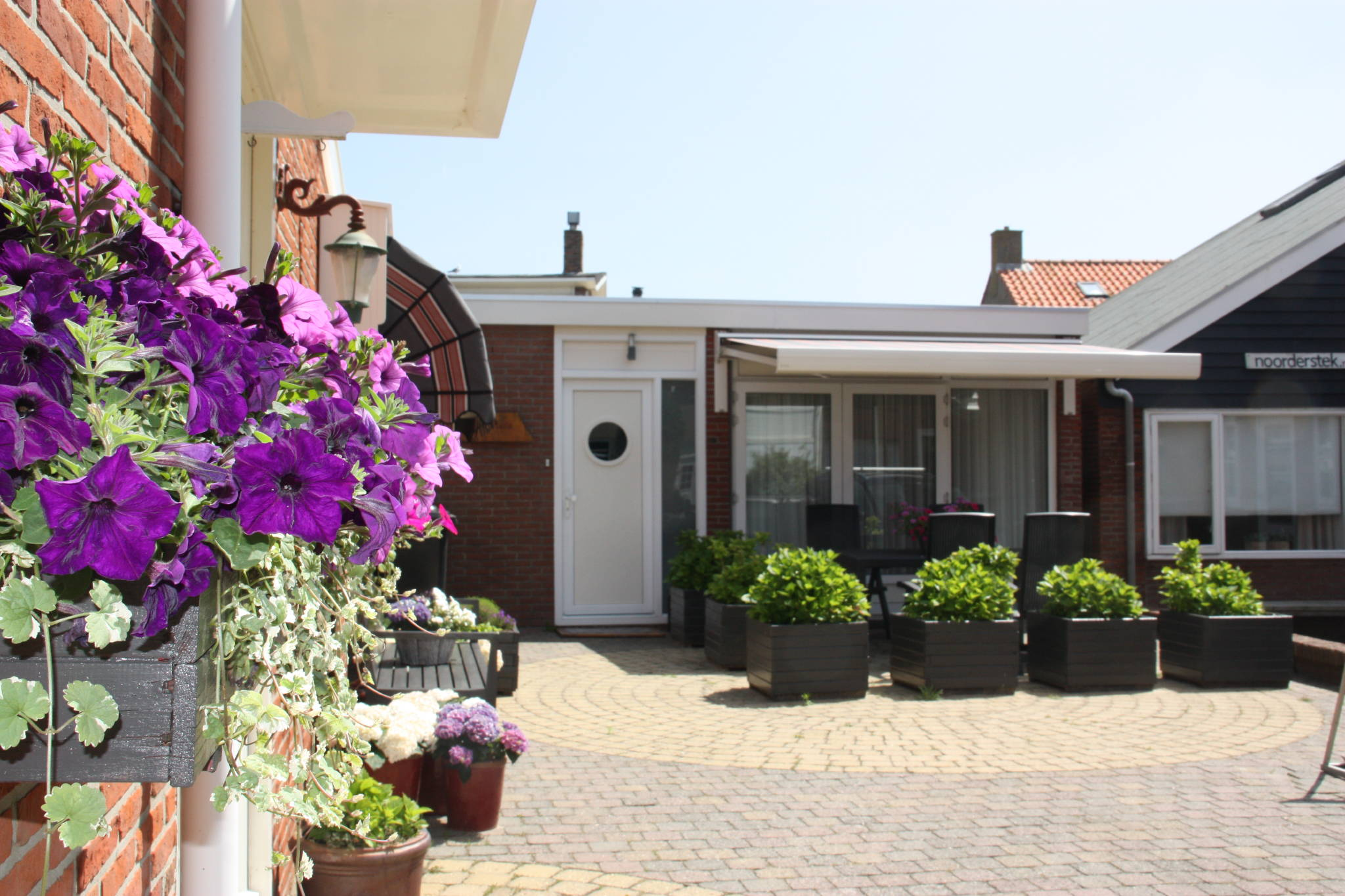 Bungalow Huis ter Duin mit Terrasse