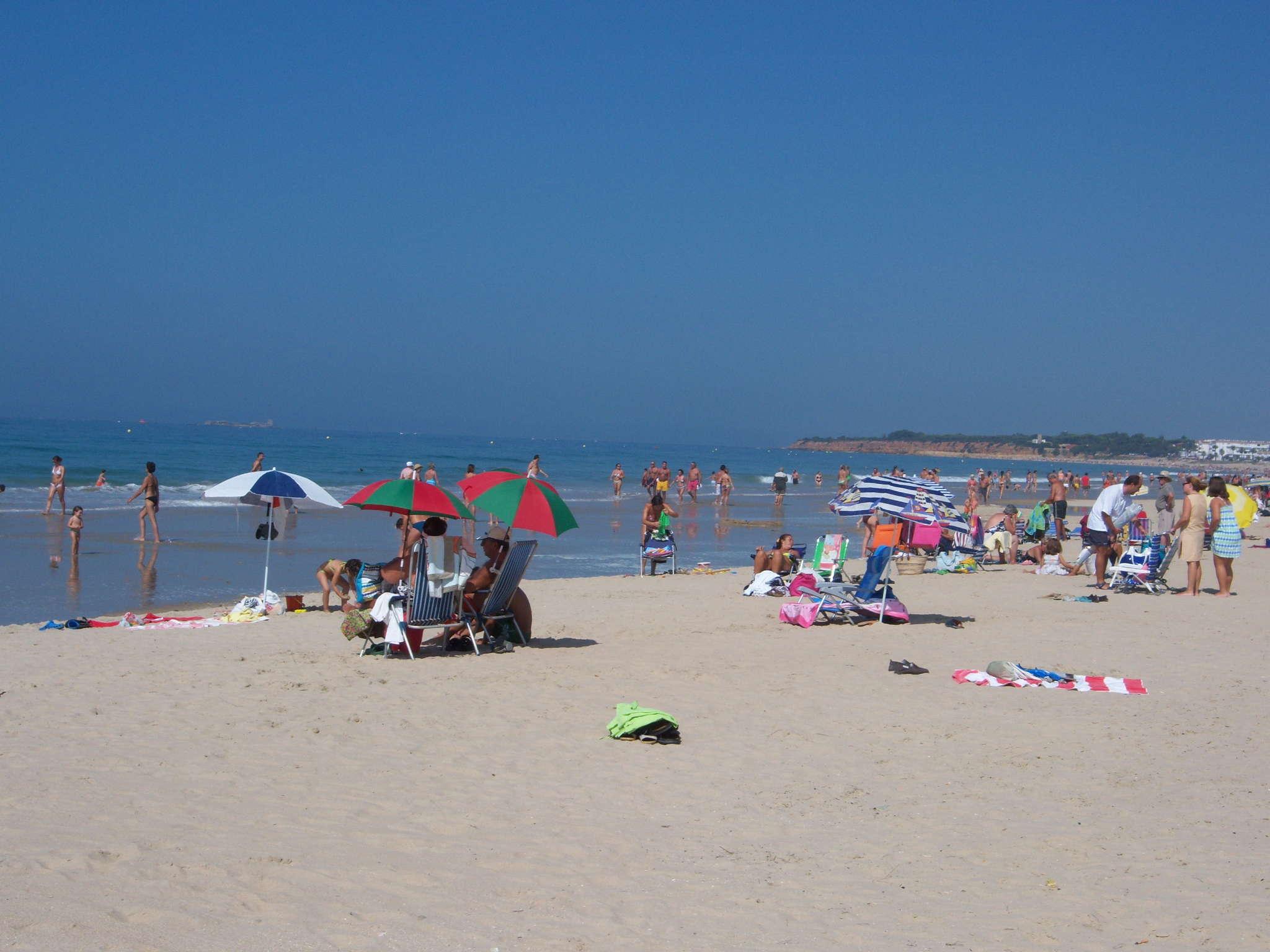 Strandleben am Playa Barrosa im Sommer