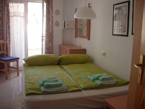 Schlafzimmer 3 zum Balkon