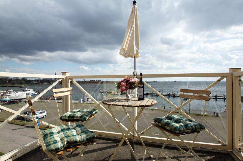 Balkon im Frühjahr bei leichter Brise