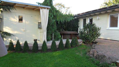 Liegewiese-Sauna-Whirlpool-Terrrasse