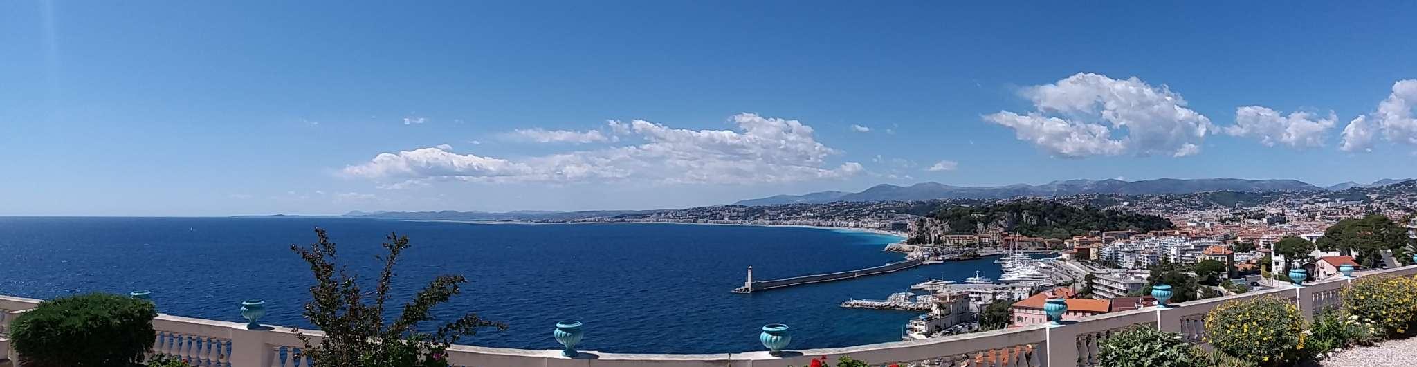 Aussicht Terrasse über Hafen und Bucht
