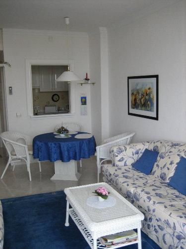 Blick Wohnzimmer und Küche