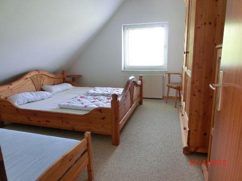 Schlafraum 1 Doppelbett u 1 Einzelbett