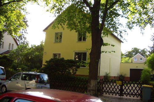 Das Haus mit Garage für die Räder