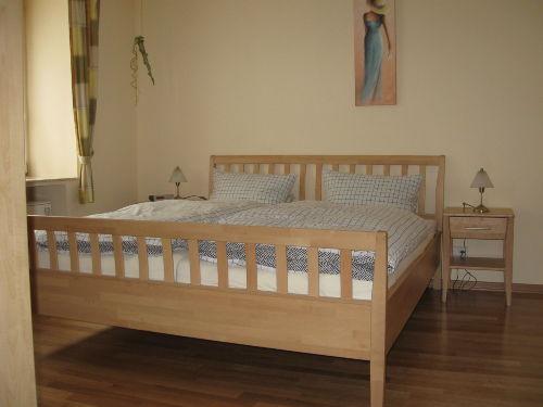 Schlafzimmer (Bett 180x200cm)