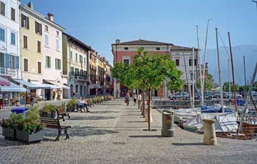 Der Platz und Hafen