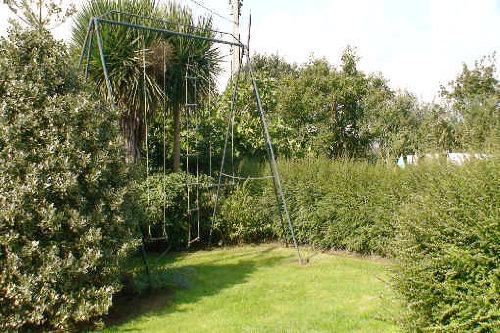 Der Garten mit Schaukeln