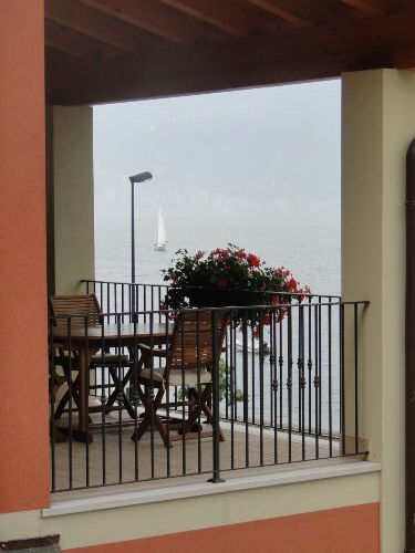 Überdachter Balkon traumhafter Seeblick