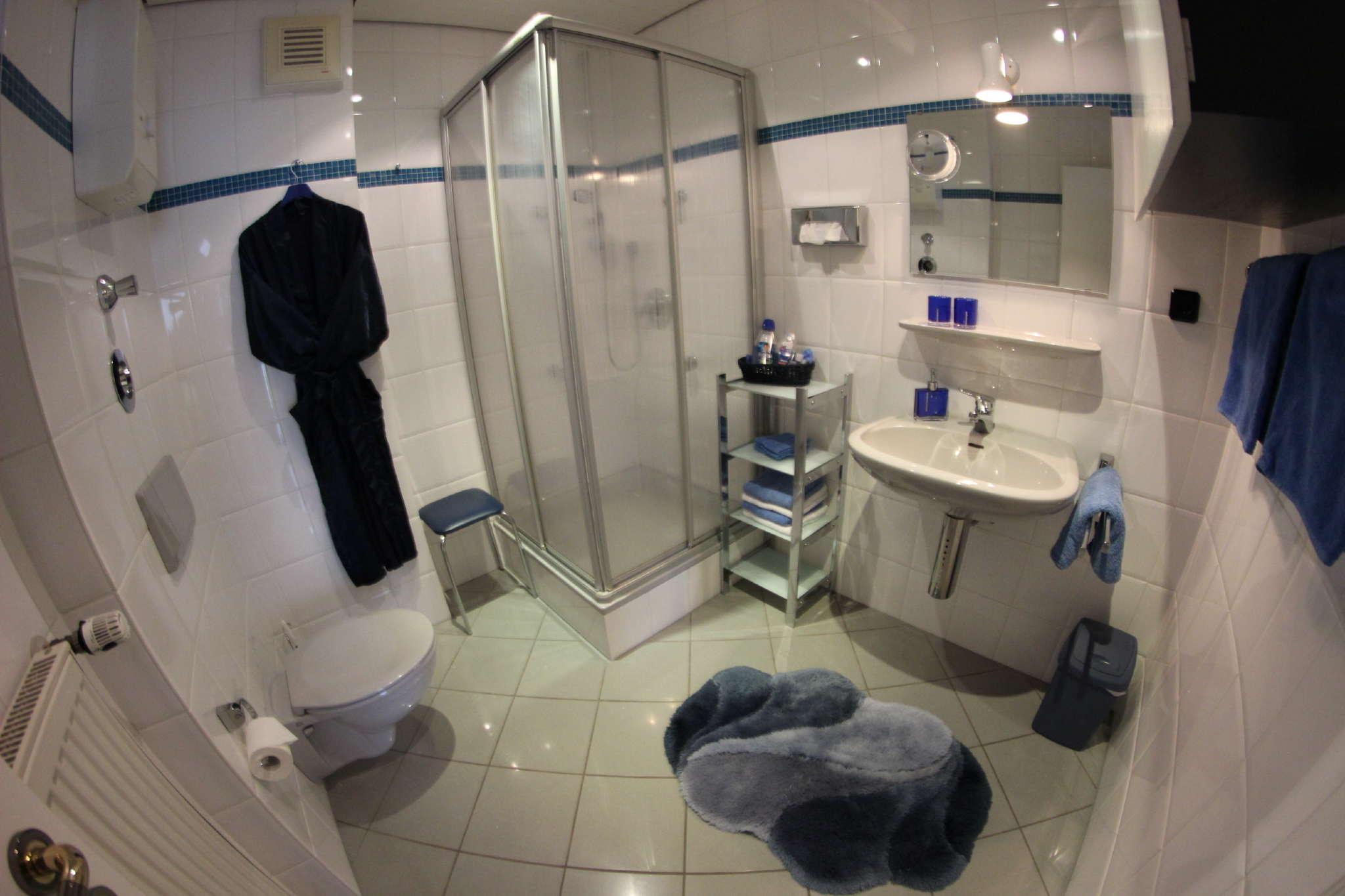 2. Badezimmer FEWO 1