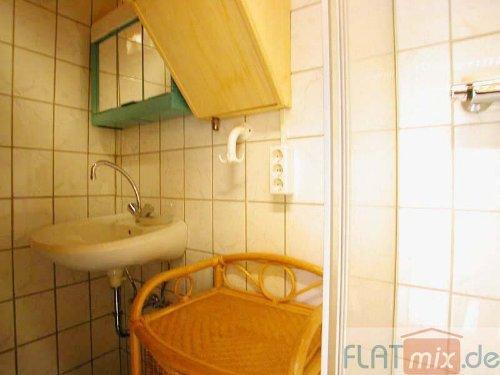Waschbecken, re. Dusche