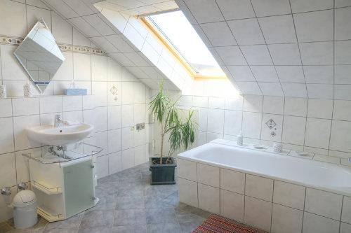 Badezimmer - Badewanne, Dusche und WC