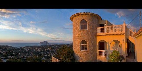Die Villa und der Blick aufs Meer