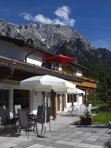 Terrasse Erli 2 mit Karwendelmassiv