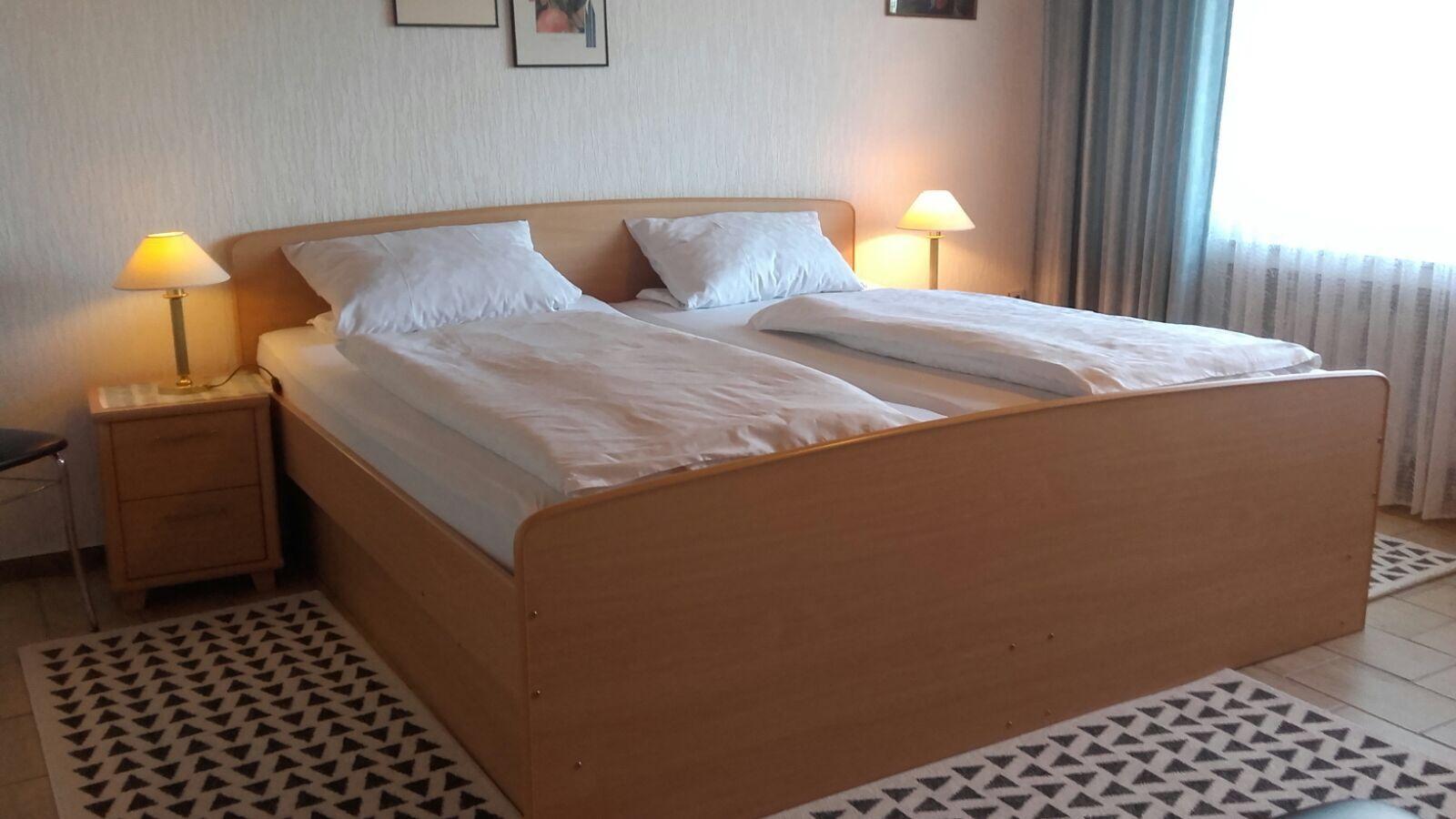 Flur und Sicht ins Wohn- und Schlafzimme