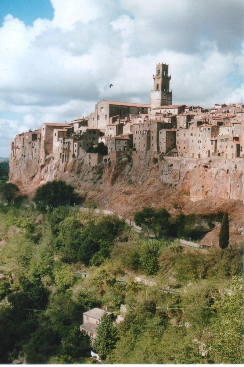 PITIGLIANO mit Palast und Aquädukt