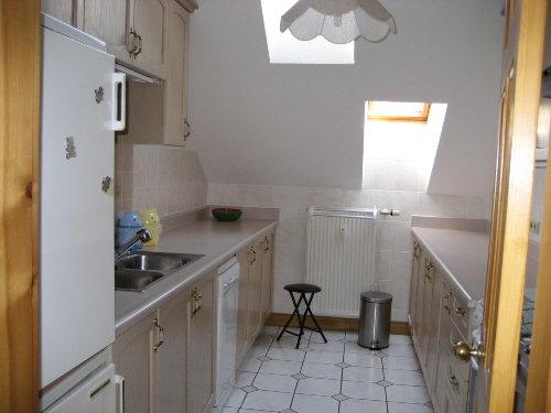 Küche m. Kühlschrank, Geschirrspüler etc