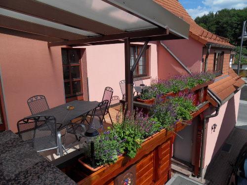 Blick auf den gemütlichen Balkon