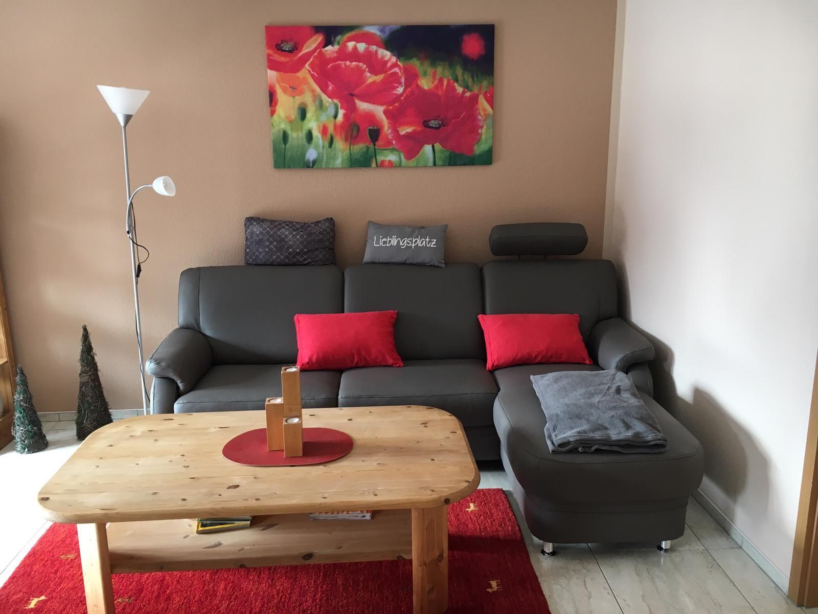 Stube mit ausziehbarer Couch