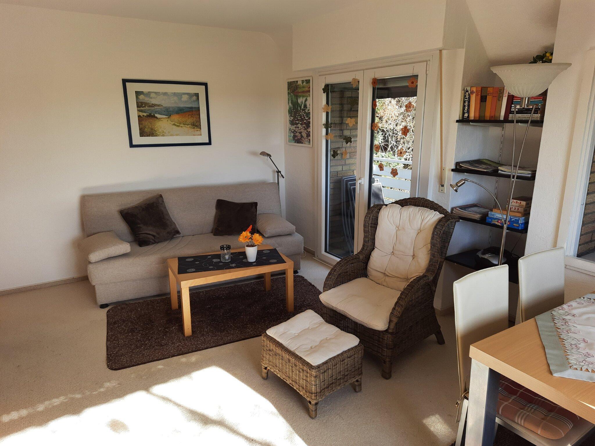 Wohnzimmer - gemütliche Sitzecke mit TV