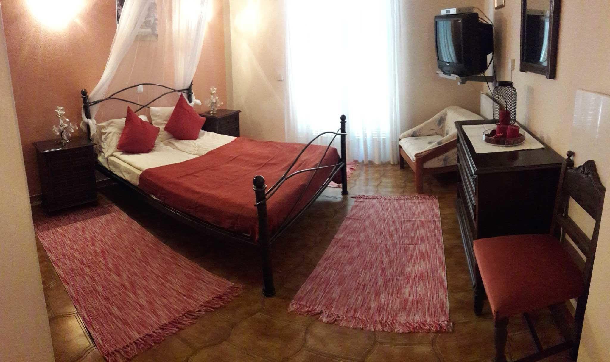 Schlafzimmer OG (mit separatem Bad)