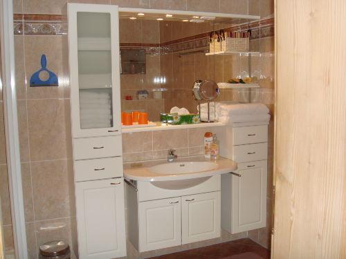 Badezimmer mit Dusche, Bidet und WC