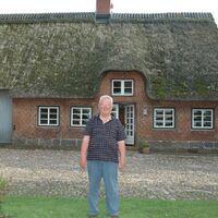 Vermieter: Walter Brogmus vor dem Haus Oxbüll-Nord