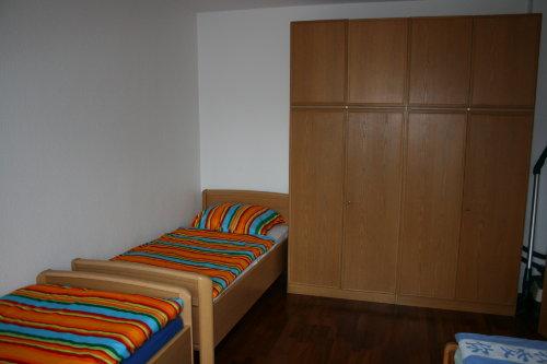 Schlafzimmer 2 mit drei Betten