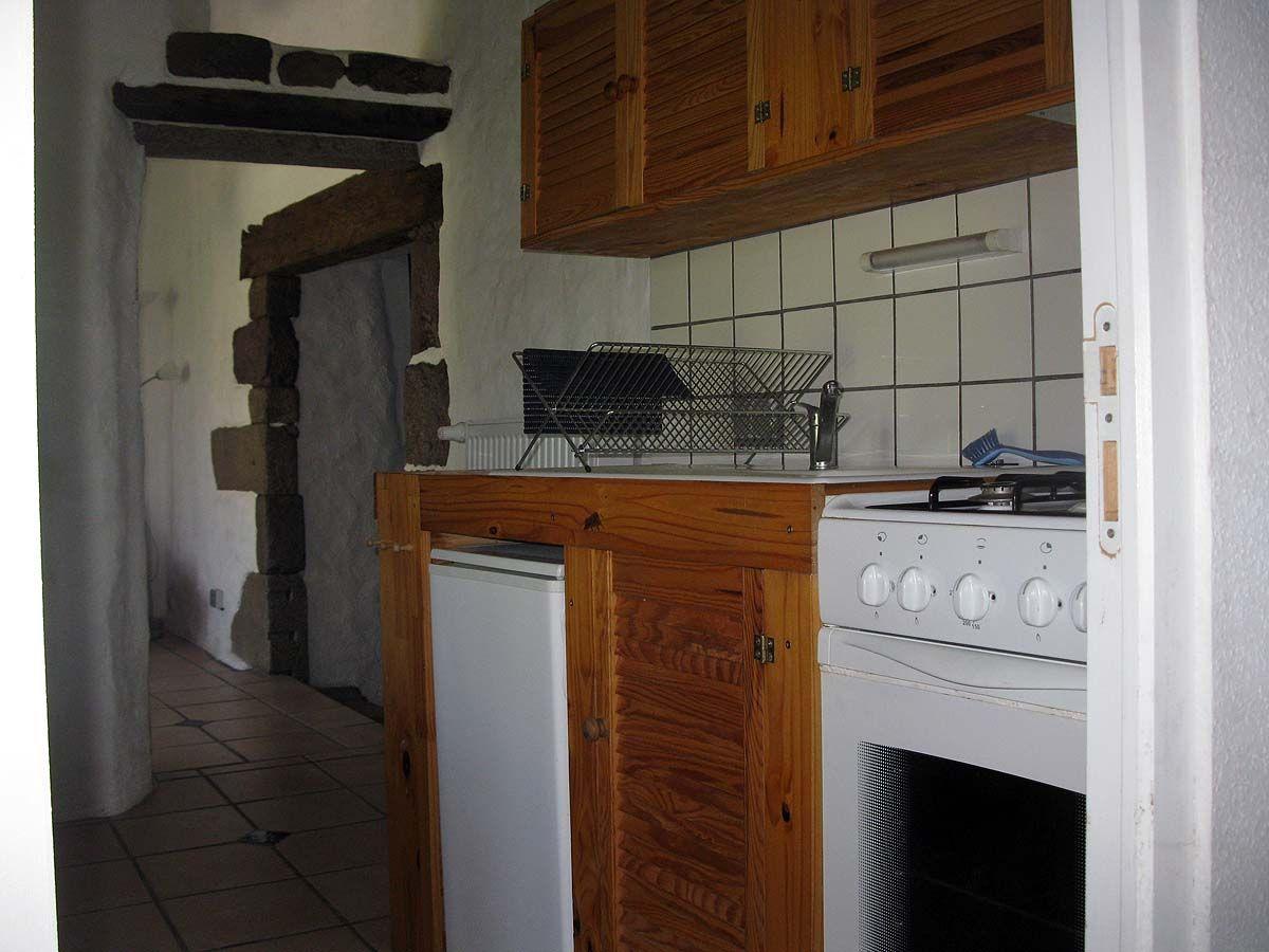 Küche mit Blick ins Bad