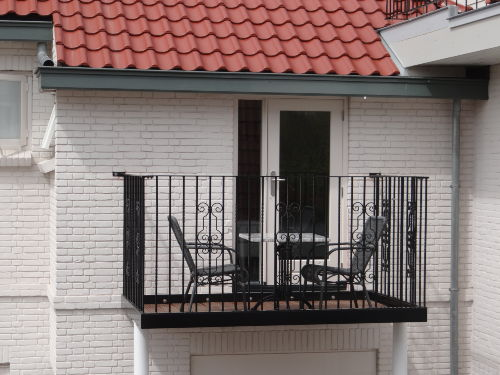 Balkon mit viel Sonne