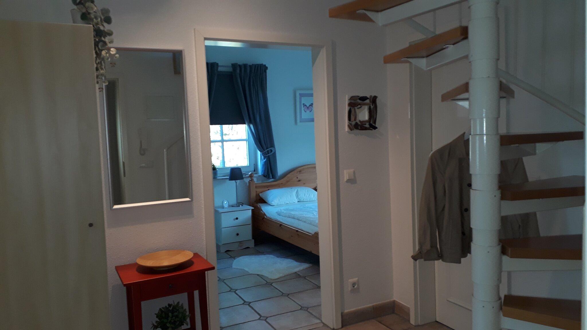 Ins Wohn/Schlafzimmer auf ca. 30 qm