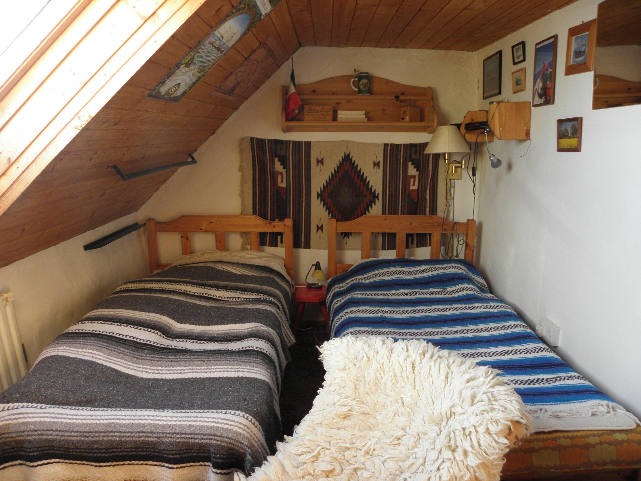 Großes Schlafzimmer, Einzelbett