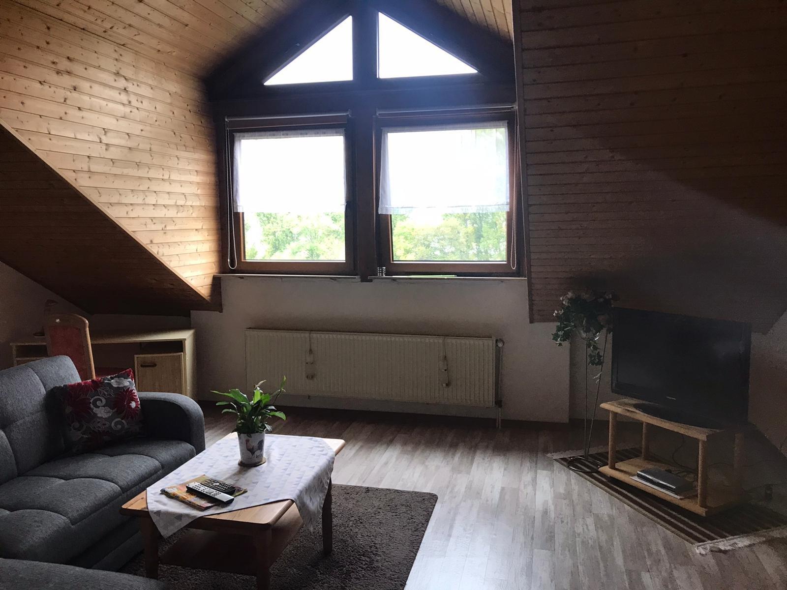 Gemütliches Schlafzimmer mit Balkon