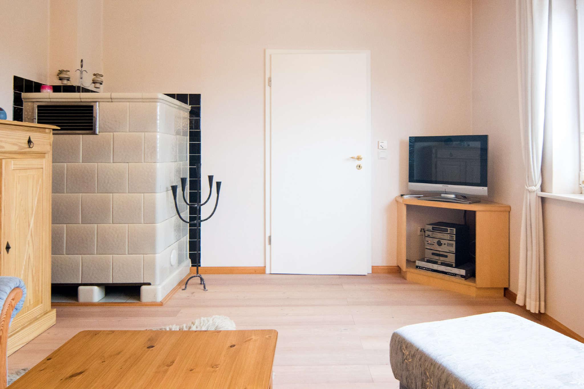Abwechslung bieten SAT-TV u. HIFI-Anlage