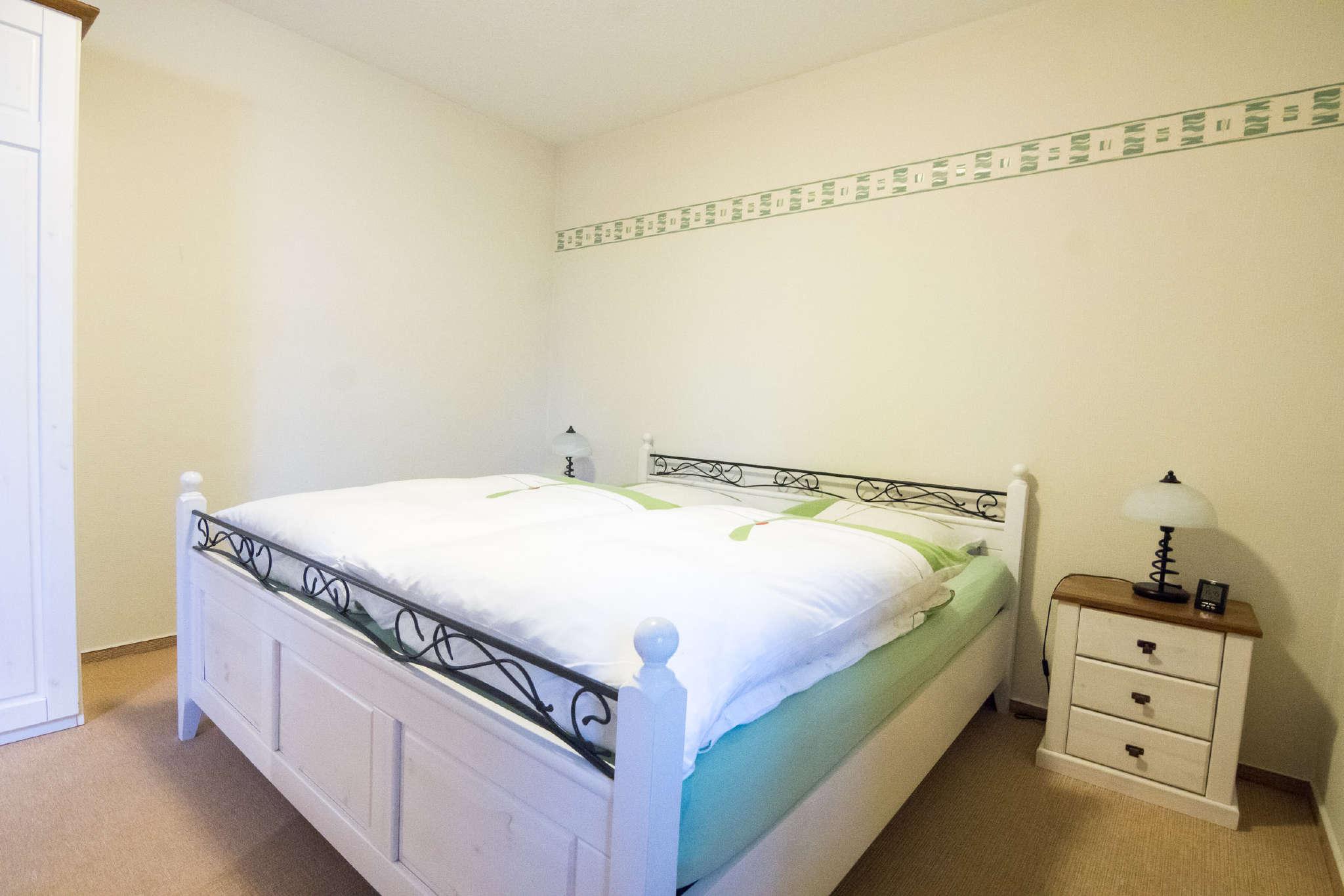 Schlafzimmer (Ansicht 2) Kleiderschrank