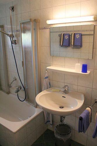 Badezimmer m. Fenster incl. Handtücher