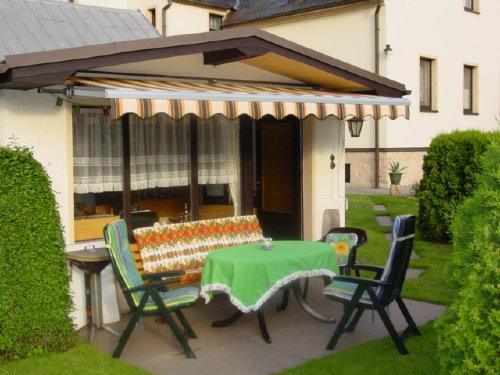 Gartenlaube mit Sitzecke